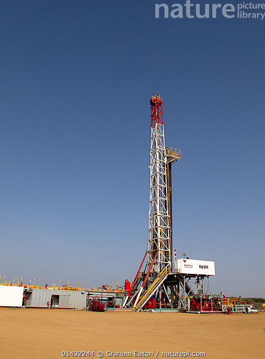 Lnd drilling rig, exploring for oil near Lokichar, Kenya, March 2012  ,  DRILLING,EAST AFRICA,ENVIRONMENTAL,OIL,VERTICAL,AFRICA,DRILLS,EQUIPMENT,FOSSIL FUELS,FUEL,FUEL EXTRACTION,KENYA,MACHINERY  ,  Graham Eaton