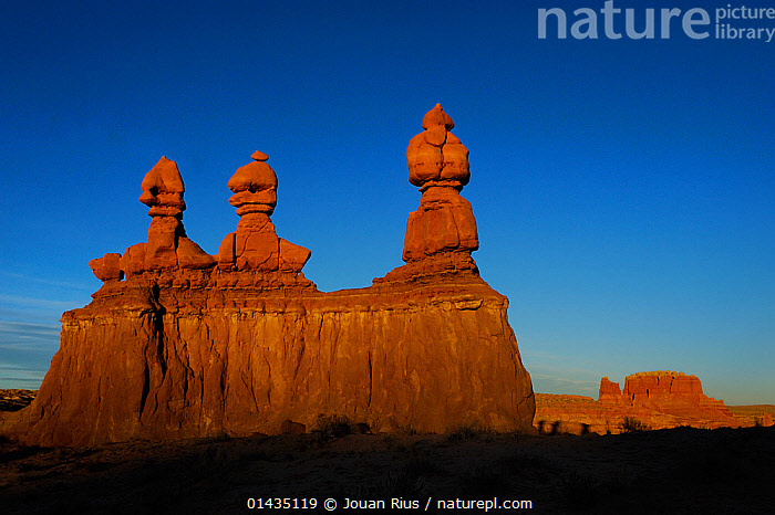 Sandstone formations in Goblin Valley State Park, Utah, USA November 2012, catalogue6,Bizarre,No One,Nobody,Shape,Shapes,Americas,North America,USA,Western USA,Southwest US,Utah,Copy Space,Horizontal,Rock Formations,Rock Strata,Rock Stratas,Rock,Sedimentary Rock,Sandstone,Sky,Clear Sky,Outdoors,Open Air,Outside,Day,Geology,Negative space,Blue sky,State park,Goblin Valley State Park, Jouan Rius