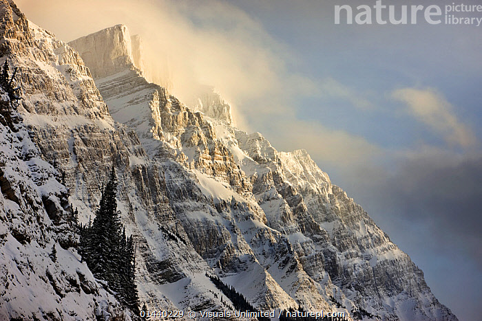 Mount Wilson (10,696ft, 3260m), with the Wilson Icefield at its top stretching for 17.6 miles or 11 km. Icefields Parkway, Banff National Park, Alberta, Canada.  ,  CANADA,CLOUDS,HIGHLANDS,LANDSCAPES,MOUNTAINS,NATIONAL PARK,NORTH AMERICA,NP,RESERVE,ROCKIES,ROCKY MOUNTAINS,SNOW,Weather,,Canadian Rocky Mountain Parks World Heritage Site, UNESCO World Heritage Site,Rocky Mountains,Rockies,NP,Reserve,  ,  Visuals Unlimited