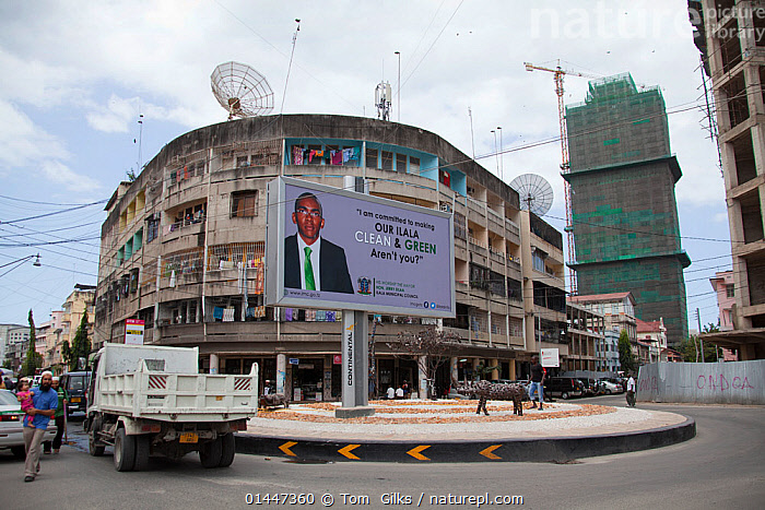 Billboard in central Dar Es Salaam promoting a greener community, Tanzania.  ,  AFRICA,EAST AFRICA,EASTERN AFRICA,TANZANIA,DAR ES SALAAM,DOCUMEN  ,  Tom  Gilks
