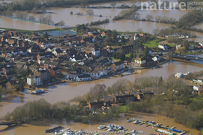 Upton upon Severn and River Severn, during February 2014 floods in Severn valley, Worcestershire, England, UK, 7th February 2014., EUROPE,WESTERN EUROPE,WEST EUROPE,UK,BRITAIN,GREAT BRITAIN,UNITED KINGDOM,ENGLAND,WORCESTERSHIRE,AERIAL VIEW,AERIAL SHOTS,AERIALS,BIRDS EYE VIEW,SETTLEMENT,SETTLEMENTS,TOWNS,FLOODED,FLOODING,FLOODS,FLOODWATER,FLOODWATERS,WATER,FLOWING WATER,RIVER,RIVERS,WEATHER,ENVIRONMENT,ENVIRONMENTAL ISSUES,ENVIRONMENTAL ISSUE,GLOBAL WARMING,GREENHOUSE EFFECT,FRESHWATER,CLIMATE CHANGE, David  Woodfall