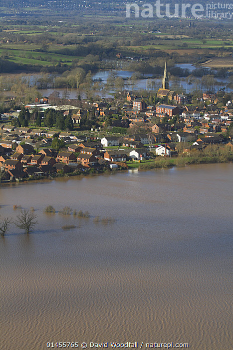 Upton upon Severn and River Severn, during February 2014 floods in Severn valley, Worcestershire, England, UK, 7th February 2014.  ,  EUROPE,WESTERN EUROPE,WEST EUROPE,UK,BRITAIN,GREAT BRITAIN,UNITED KINGDOM,ENGLAND,WORCESTERSHIRE,AERIAL VIEW,AERIAL SHOTS,AERIALS,BIRDS EYE VIEW,SETTLEMENT,SETTLEMENTS,TOWNS,FLOODED,FLOODING,FLOODS,FLOODWATER,FLOODWATERS,WATER,FLOWING WATER,RIVER,RIVERS,WEATHER,ENVIRONMENT,ENVIRONMENTAL ISSUES,ENVIRONMENTAL ISSUE,GLOBAL WARMING,GREENHOUSE EFFECT,FRESHWATER,CLIMATE CHANGE  ,  David  Woodfall