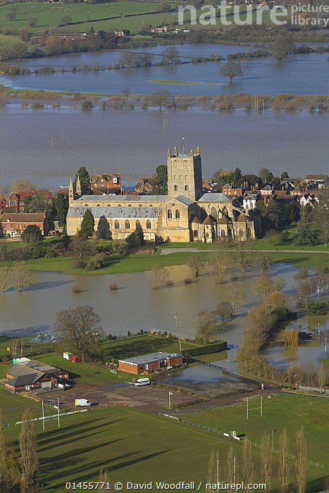 Tewkesbury Abbey surrounded with flooded town and meadows following February 2014 Severn Valley floods, Gloucestershire, England, UK, 7th February 2014., AERIAL VIEW,AERIAL SHOTS,AERIALS,BIRDS EYE VIEW,SETTLEMENT,SETTLEMENTS,TOWNS,BUILDINGS,CHURCHES,ABBEYS,FLOODED,FLOODING,FLOODS,FLOODWATER,FLOODWATERS,WATER,WEATHER,ENVIRONMENT,ENVIRONMENTAL ISSUES,ENVIRONMENTAL ISSUE,GLOBAL WARMING,GREENHOUSE EFFECT,CLIMATE CHANGE,Europe,United Kingdom, David  Woodfall