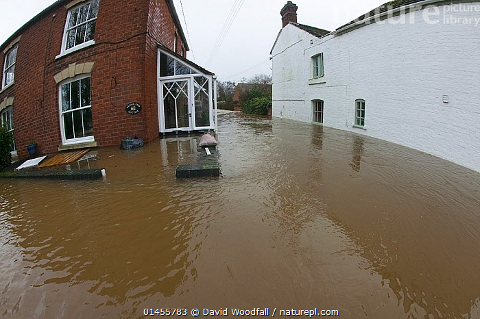 Fish eye view of flooded houses during the February 2014 floods at Upton upon Severn, Worcestershire, England, UK, 9th February 2014., EUROPE,WESTERN EUROPE,WEST EUROPE,UK,BRITAIN,GREAT BRITAIN,UNITED KINGDOM,ENGLAND,WORCESTERSHIRE,BUILDINGS,HOUSES,FLOODED,FLOODING,FLOODS,FLOODWATER,FLOODWATERS,WATER,WEATHER,ENVIRONMENT,ENVIRONMENTAL ISSUES,ENVIRONMENTAL ISSUE,GLOBAL WARMING,GREENHOUSE EFFECT,FISH EYE,FISH EYE,CLIMATE CHANGE, David  Woodfall