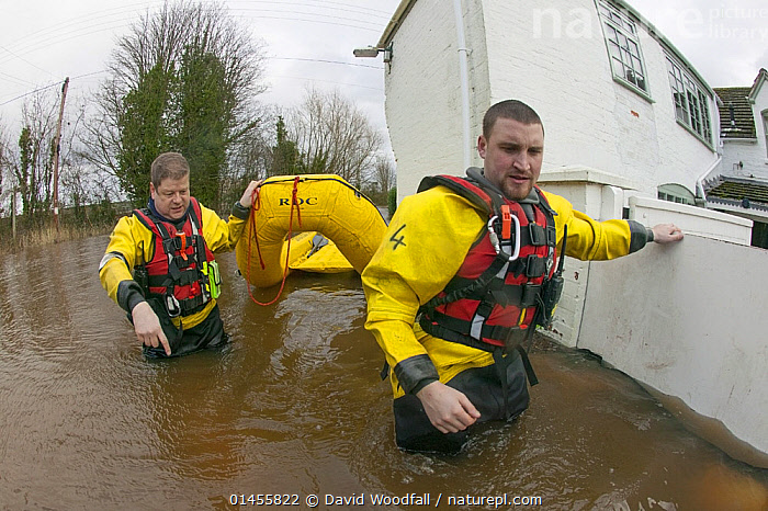 Rescue workers entering property with inflatable raft to check on home owners,  during February 2014 flooding, Upton upon Severn, Worcestershire, England, UK, 9th February 2014., PEOPLE,HUMAN,HUMANS,PERSON,PERSONS,MALES,MEN,RESCUE,RESCUES,RESCUING,SAVING,INFLATABLE,EUROPE,WESTERN EUROPE,WEST EUROPE,UK,BRITAIN,GREAT BRITAIN,UNITED KINGDOM,ENGLAND,WORCESTERSHIRE,BUILDINGS,HOUSES,BOAT,BOATS,RAFT,FLOATING PLATFORM,FLOATING PLATFORMS,RAFTS,FLOODED,FLOODING,FLOODS,FLOODWATER,FLOODWATERS,WEATHER,ENVIRONMENT,ENVIRONMENTAL ISSUES,ENVIRONMENTAL ISSUE,GLOBAL WARMING,GREENHOUSE EFFECT,OPEN BOAT,OPEN BOAT,OPEN BOATS,CLIMATE CHANGE,OPEN-BOATS, David  Woodfall