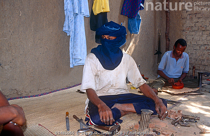 Tuareg jewellers with equipment. N'Djamena, Chad, 2002-2003., PEOPLE,AFRICAN DESCENT,NATIVE AFRICAN ETHNICITY,TUAREG,TUAREG TRIBE,TUAREG TRIBES,TUAREGS,CRAFTSPERSON,CRAFTSMANSHIP,CRAFT OCCUPATION,CRAFT OCCUPATIONS,CRAFTSMAN,CRAFTSMEN,CRAFTSPEOPLE,CRAFTSWOMAN,CRAFTSWOMEN,TRADESMAN,TRADESMEN,TRADESPEOPLE,TRADESPERSON,JEWELER,JEWELERS,JEWELLER,JEWELLERS,AFRICA,CENTRAL AFRICA,CHAD,N&#39,DJAMENA, Steve O. Taylor (GHF)