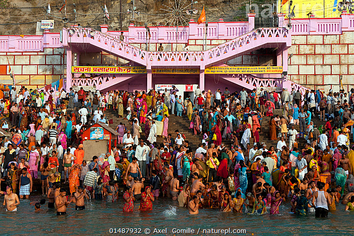 Kumbh Mela, a large Hindu pilgrimag, iin which Hindus gather to bathe in the Ganges, Haridwar, India. April 2010.  ,  PEOPLE,ASIAN,ASIANS,INDIAN SUBCONTINENT ETHNICITIES,INDIAN,INDIANS,RELIGIOUS ROLE,WORSHIPPER,WORSHIPPERS,PILGRIM,PILGRIMAGE,PILGRIMAGES,PILGRIMS,COLOUR,COLOURFUL,COLORFUL,GROUP,GROUP OF PEOPLE,LARGE GROUP OF PEOPLE,MANY,CELEBRATION EVENT,OCCASION,OCCASIONS,FESTIVAL,RELIGIOUS FESTIVAL,ASIA,INDIAN SUBCONTINENT,INDIA,FLOWING WATER,RIVER,RELIGION,EASTERN RELIGION,EASTERN RELIGIONS,HINDUISM,FRESHWATER,BOOKPLATE,UTTARAKHAND  ,  Axel  Gomille