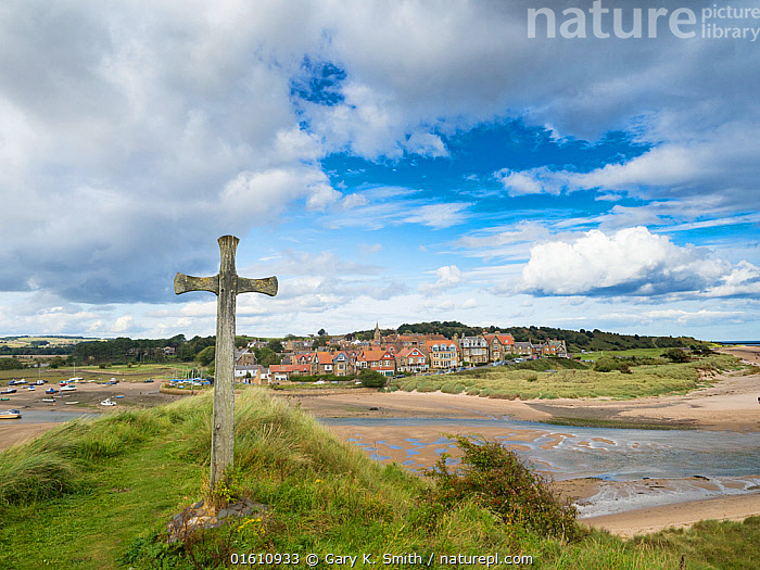 Cross on bank overlooking Alnmouth Village, Northumberland, England, UK. September 2017., Europe,Western Europe,UK,Great Britain,England,Northumberland,Symbol,Spiritual Symbol,Cross,Settlement,Village,Sky,Cloud,Landscape,Coast,Coastal,, Gary  K. Smith