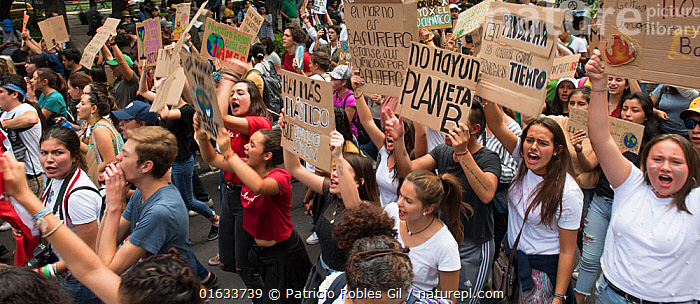 Young protestors with placards chanting during 'Fridays for the Future' climate change protest. Paseo de la Reforma Avenue, Mexico City, Mexico. September 2019., People,Protestor,Demonstrater,Demonstraters,Demonstrator,Demonstrators,Protester,Protesters,Protestors,Group,Group Of People,Campaign,Campaigning,Protests,Rally,Rallies,Latin America,Central America,Mexico,Mexico City,Information,Banner,Banners,Placards,Environment,Environmental Issues,Global Warming,Greenhouse Effect,Direct action,Climate change,Demonstration,Demonstrations,Chanting,, Patricio Robles Gil