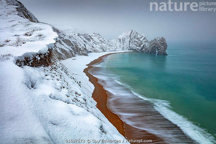 Durdle Door in winter snow, Jurassic Coast, Dorset, England, UK, March.  ,  Temperature,Cold,Europe,Western Europe,UK,Great Britain,England,Dorset,Horizontal,Rock Formations,Arch,Arches,Snow,Landscape,Winter,Coast,Coastal,Geology,Jurassic Coast,UNESCO World Heritage Site,  ,  Guy Edwardes