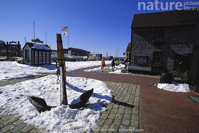 Bowens Wharf, the heart of Newport's tourist shopping center on a snowy winters day, Rhode Island, USA.  ,  ANCHORS,DRY LAND,PEOPLE,SNOW,TOWNS,USA,WINTER,North America,BOAT-PARTS  ,  Onne van der Wal