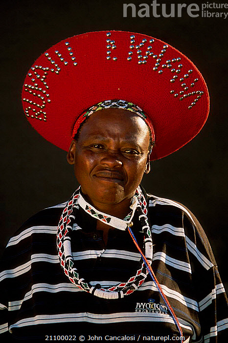 Zulu tribesman Kwazulu Natal South Africa, HATS,SOUTHERN AFRICA,TRIBES,TRIBES,HAT,STRIPES,PEOPLE, John Cancalosi