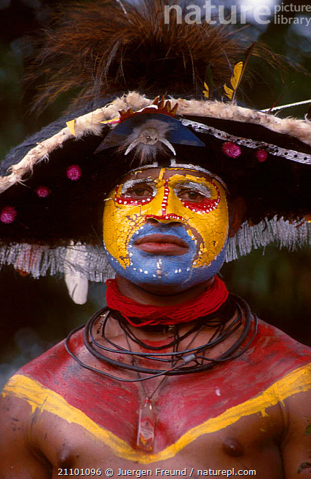 Papua man at sing-song festival Papua New Guinea, HATS,PAPUA NEW GUINEA,SOUTH EAST ASIA,COLOURFUL,TRIBES,ASIA,PAINT,PEOPLE,FACES, Jurgen Freund