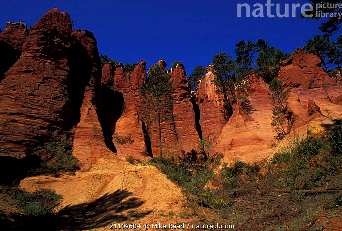 Ochre cliffs Roussillon Provence France  ,  RED,PIGMENTS,ROCKS,LANDSCAPES,Europe  ,  Mike Read