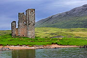 16th century Ardvreck Castle ruin at Loch Assynt in the Scottish Highlands, Sutherland, Scotland, UK, May 2017 - Philippe Clement